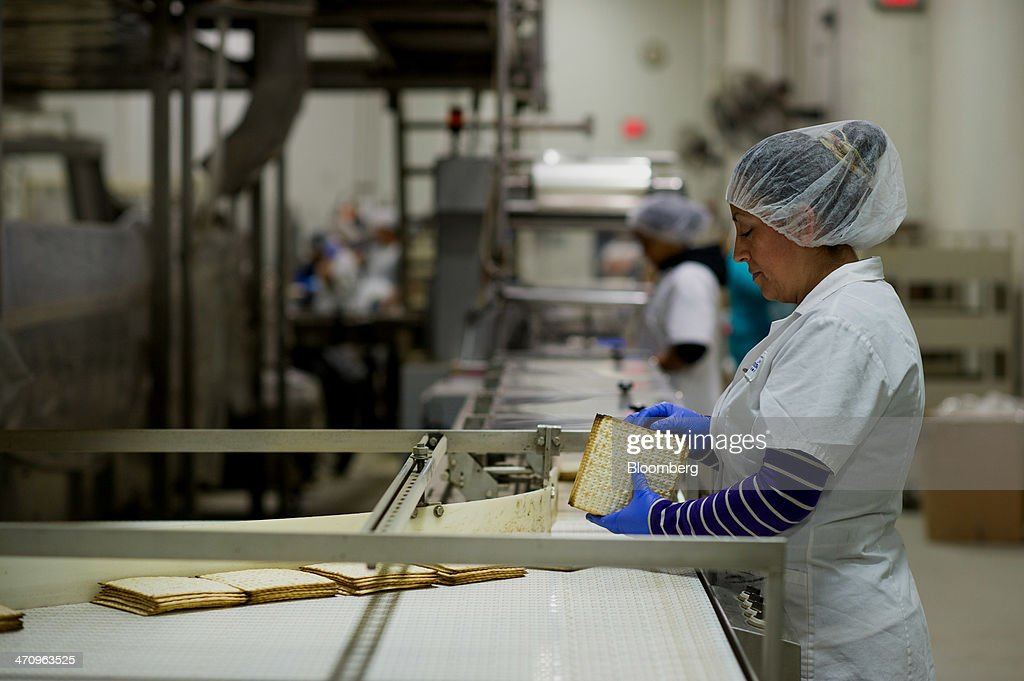 Matzo Production Inside The Manischewitz Co. : News Photo