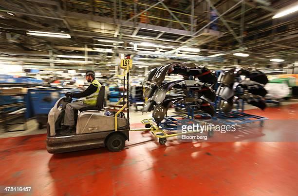 38 Fotos E Imagenes De Nissan Motor Co Qashqai Suv And Leaf Automobile Production Getty Images