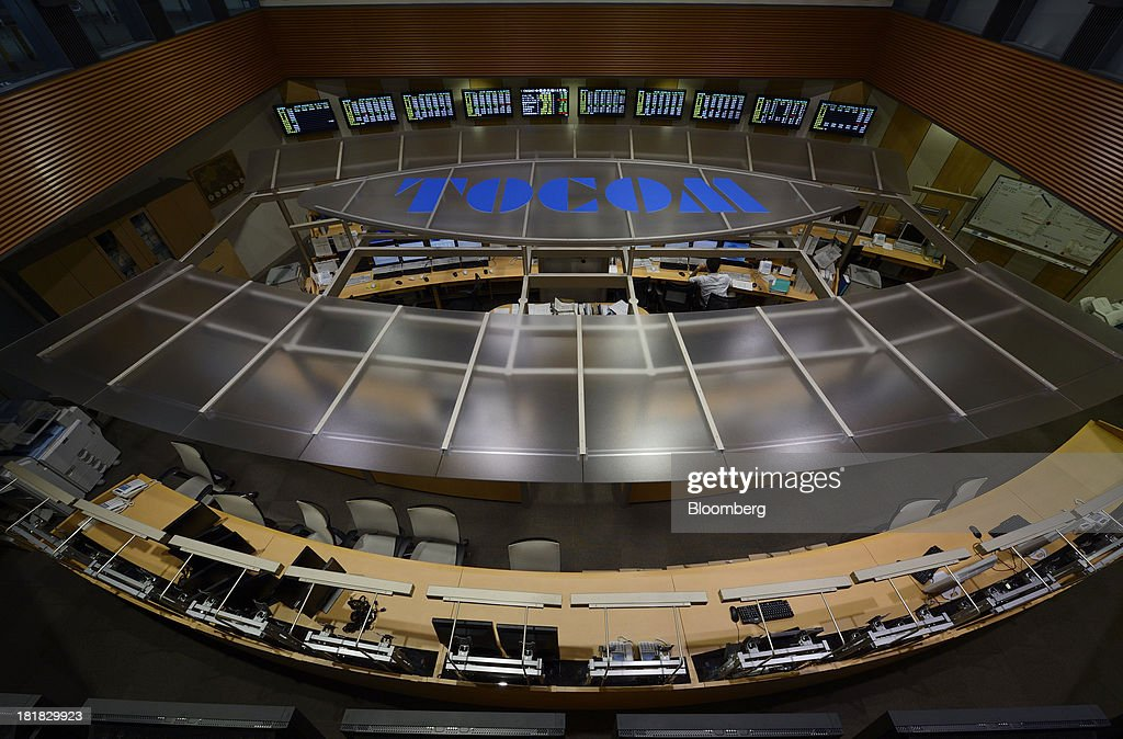 An employee works on the trading floor of the Tokyo Commodity Exchange Inc. (Tocom) in Tokyo, Japan, on Wednesday, Sept. 25, 2013. Tokyo Commodity Exchange, Japan's biggest raw materials bourse, plans to attract more trading from investors in China and India to boost volume that's peaking as the yen's slide stalls near 100 to the dollar. Photographer: Akio Kon/Bloomberg via Getty Images