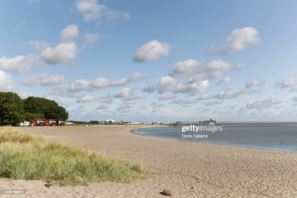 An empty Amager Strandpark on a Summer day with sun and a few clouds : Foto de stock