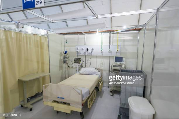 An empty bed at the LagoaBarra field hospital on April 25 2020 in Rio de Janeiro Brazil The hospital has 7 thousand square meters with a capacity of...
