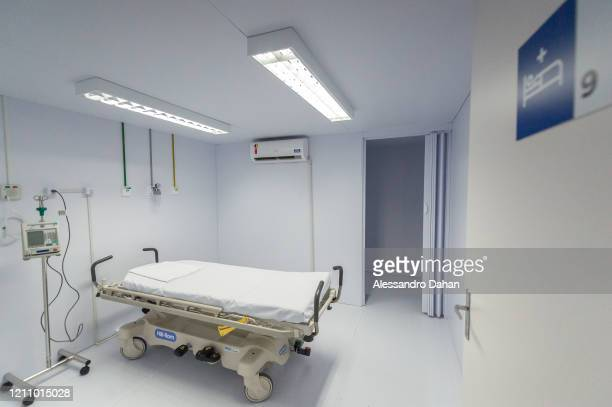 An empty hospital bed at the LagoaBarra field hospital on April 25 2020 in Rio de Janeiro Brazil The hospital has 7 thousand square meters with a...