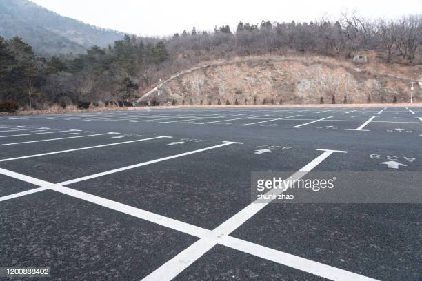 an empty parking lot - parkfläche stock-fotos und bilder