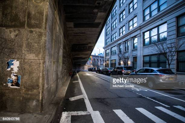 an empty street at dusk in dumbo brooklyn - dumbo stock photos and pictures