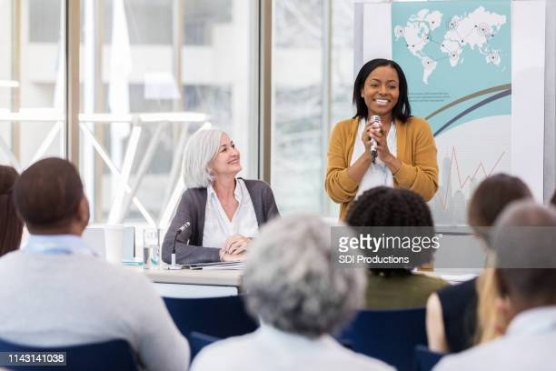 an enthusiastic presentation - panel discussion stock pictures, royalty-free photos & images