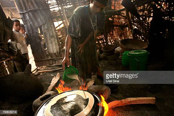An Ethiopian Jewish woman prepares injira a traditional sour bread in her hut on April 30 2007 in Gondar in northern Ethiopia Some 2500 Ethiopians of...