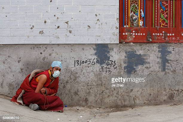 An ethnic Tibetans monk is seen in the earthquake-hit town of Gyegu in Yushu County, Qinghai Province April 17, 2010. VCP