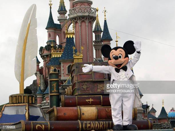 An Euro Disney employee wearing a Mickey Mouse costum parades 18 November 2003 while celebrating the famous mouse's 75 birthday at Disneyland in...