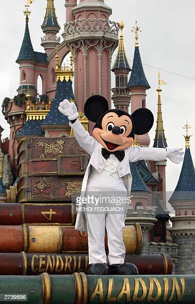 An Euro Disney employee wearing a Mickey Mouse parades 18 November 2003 while celebrating the famous mouse's 75 birthday at Disneyland in...