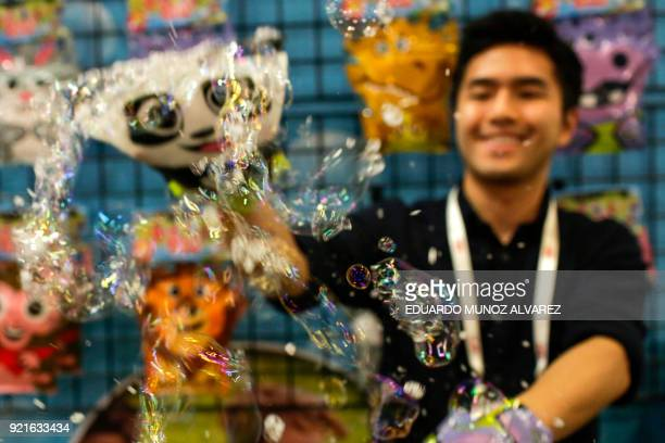An exhibitor shows his bubble toy during the annual New York Toy Fair at the Jacob K Javits Convention Center on February 20 in New York / AFP PHOTO...