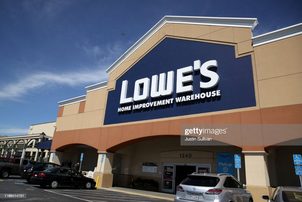 Stocks Surge As Lowe's Second Quarter Earnings Rise 10 Percent : News Photo