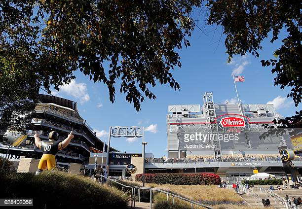 An exterior view of Heinz field before the game between the Pittsburgh Steelers and the New England Patriots at Heinz Field on October 23 2016 in...