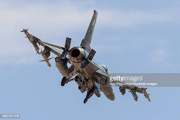 An F-16C Fighting Falcon of the U.S. Air Force turns on to final approach at Nellis Air Force Base, Nevada.