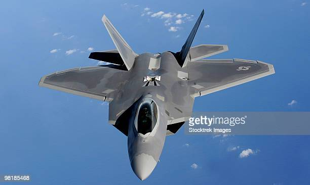 An F-22 Raptor moves into position to receive fuel.