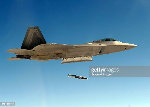 an f-22a raptor drops a gbu-32 bomb. - bombing stock pictures, royalty-free photos & images
