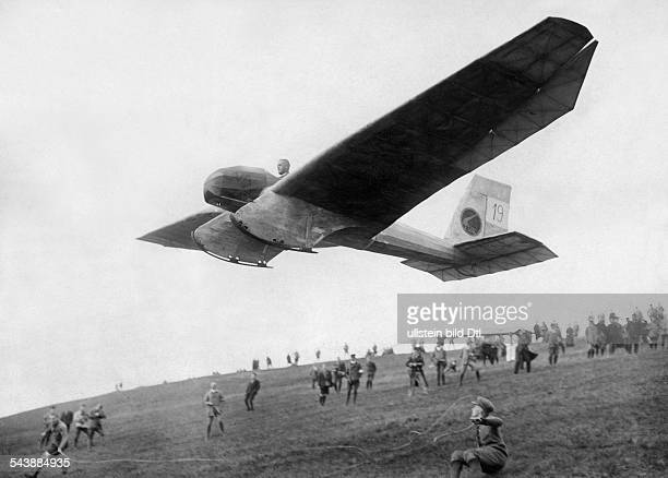 An FVA2 Blaue Maus glider taking off from the slopes of the Wasserkuppe during the annual Rhön gliding contest in Hesse Germany 1924 Photographer...