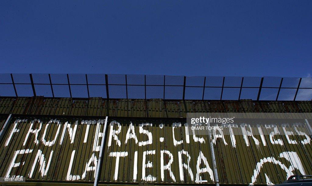 MEXICO-US BORDER IMMIGRANTS : News Photo