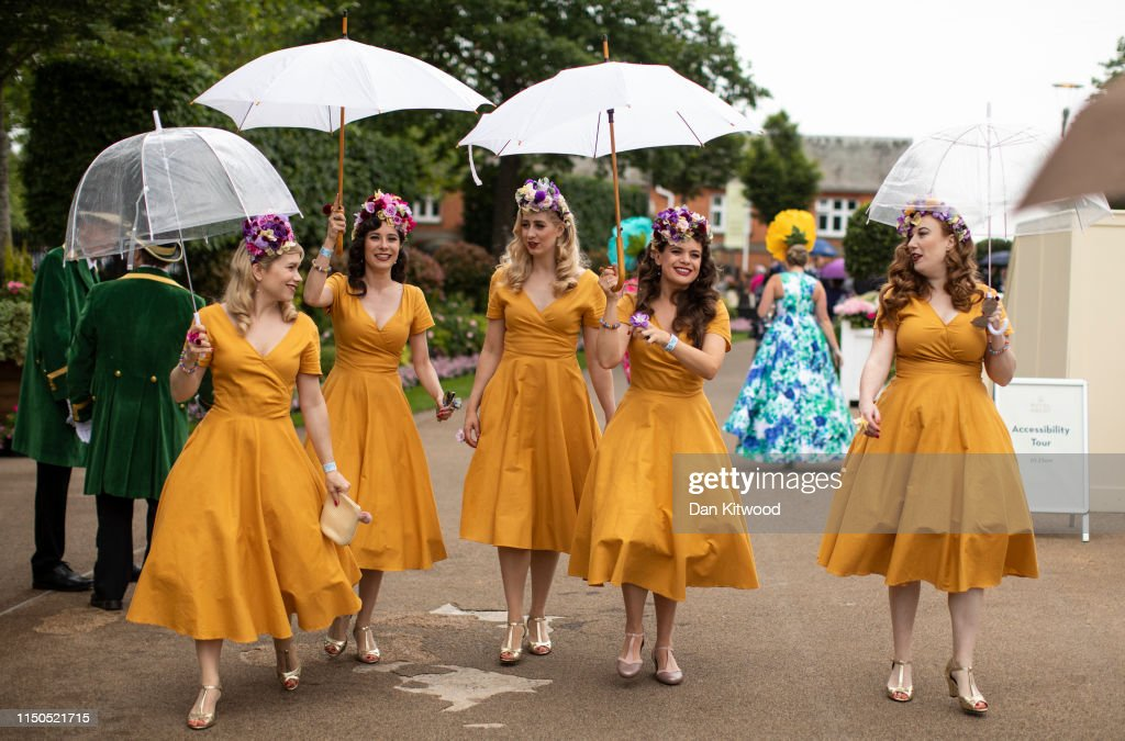 Racegoers Enjoy the First Day Of Royal Ascot : News Photo