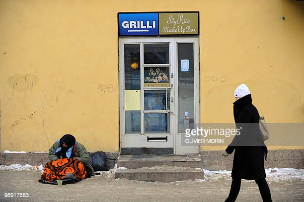 An homeless old lady begs for money in a streets of Helsinki by 18°C on January 20 2010 AFP PHOTO/ OLIVIER MORIN