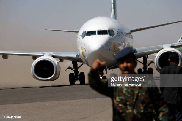An ICRC-plane arrives at Sana'a airport carrying Houthi fighters after they were released by the Yemeni government during a prisoner exchange between...