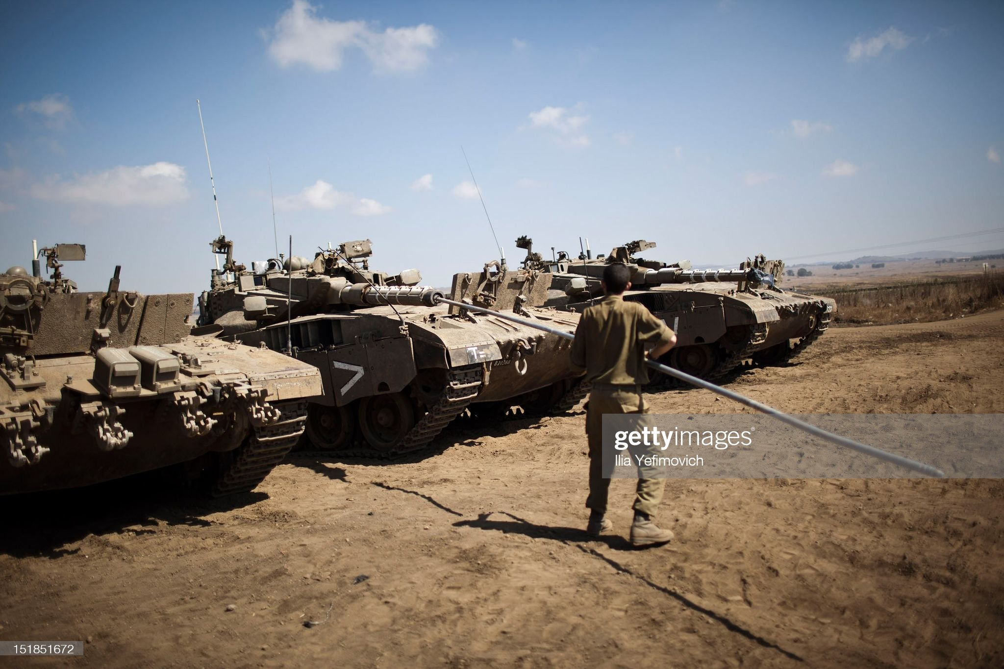 https://media.gettyimages.com/photos/an-idf-soldier-maintains-a-tank-during-the-efrat-exercise-on-12-2012-picture-id151851672?s=2048x2048