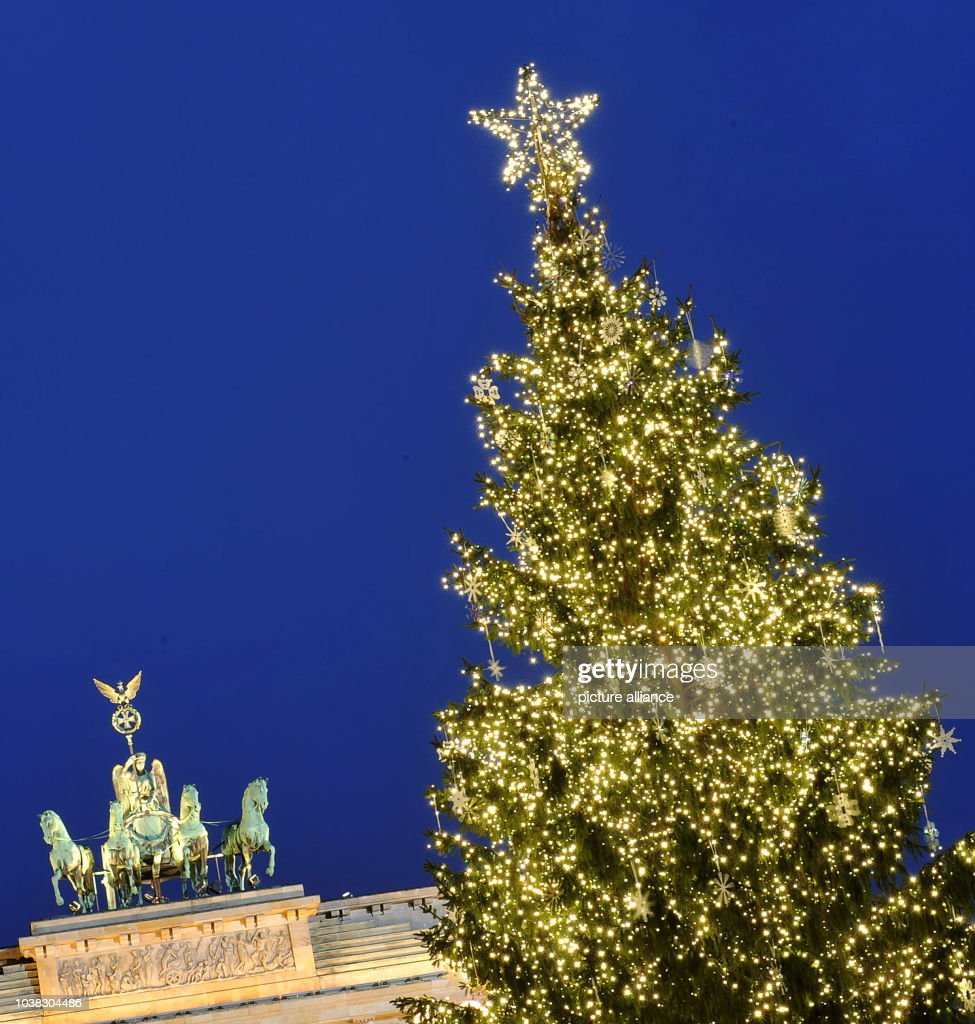 Berlin - Christmas Gate in front of Brandenburg Gate Pictures ...