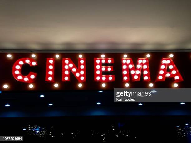 an illuminated single word cinema - industrie du cinéma photos et images de collection