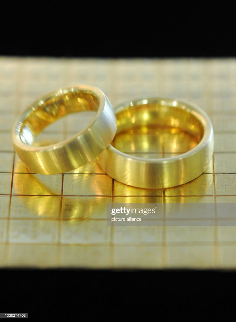 An illustration dated 18 June 2013 shows gold rings on replica gold ... 273c223beb7f