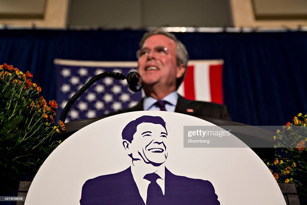 Republican Presidential Candidate Jeb Bush Speaks At The Ronald Reagan Dinner : News Photo
