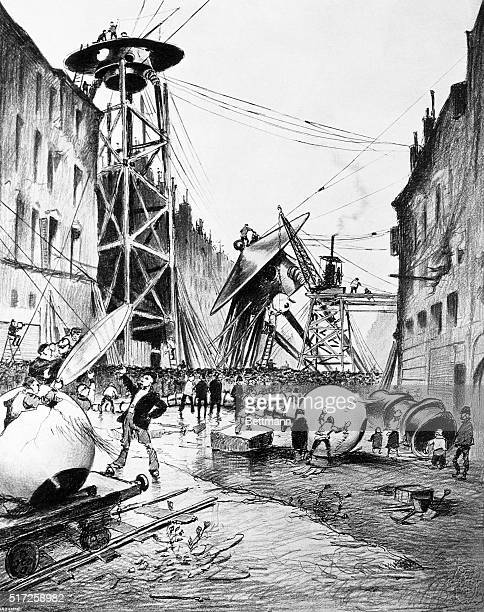 An illustration of Londoners examining Martian fighting machines from a 1906 edition of The War of the Worlds by HG Wells