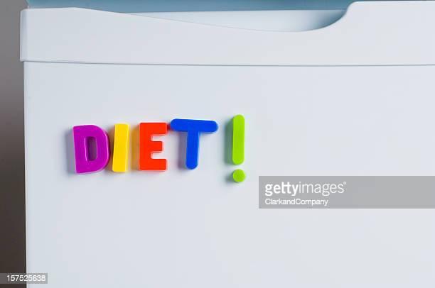 """uma imagem de uma geladeira imã com as palavras """"dieta"""" letras - ímã - fotografias e filmes do acervo"""