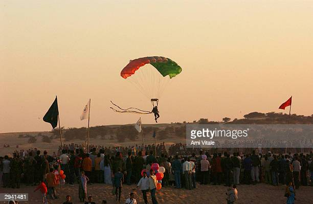 R2927309 JAISALMER INDIA FEB 6 2004 An Indian Border Security Force of paratroopers lands in the desert on the last day of the Desert Festival that...