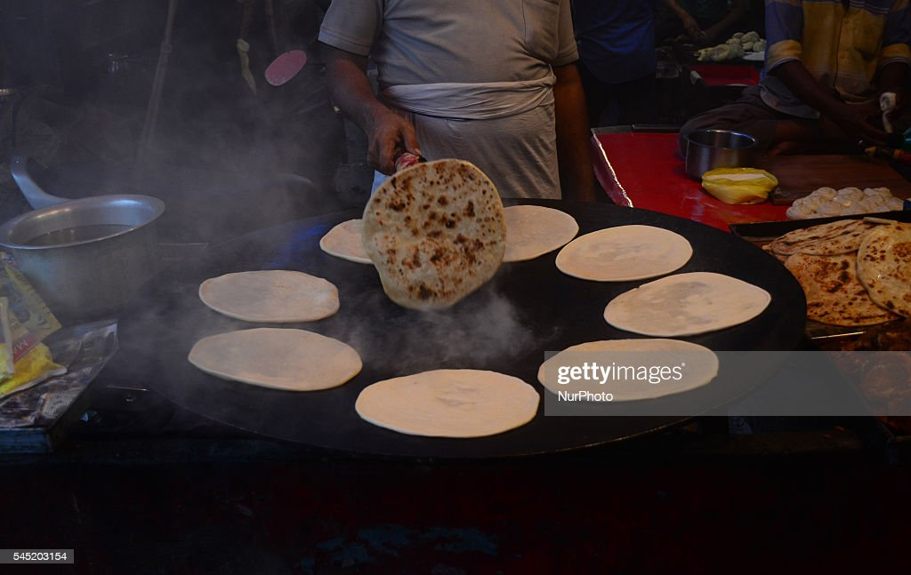 Amazing Indian Eid Al-Fitr Feast - an-indian-cook-of-a-local-street-food-shop-prepares-food-on-the-eve-picture-id545203154  Trends_408146 .com/photos/an-indian-cook-of-a-local-street-food-shop-prepares-food-on-the-eve-picture-id545203154