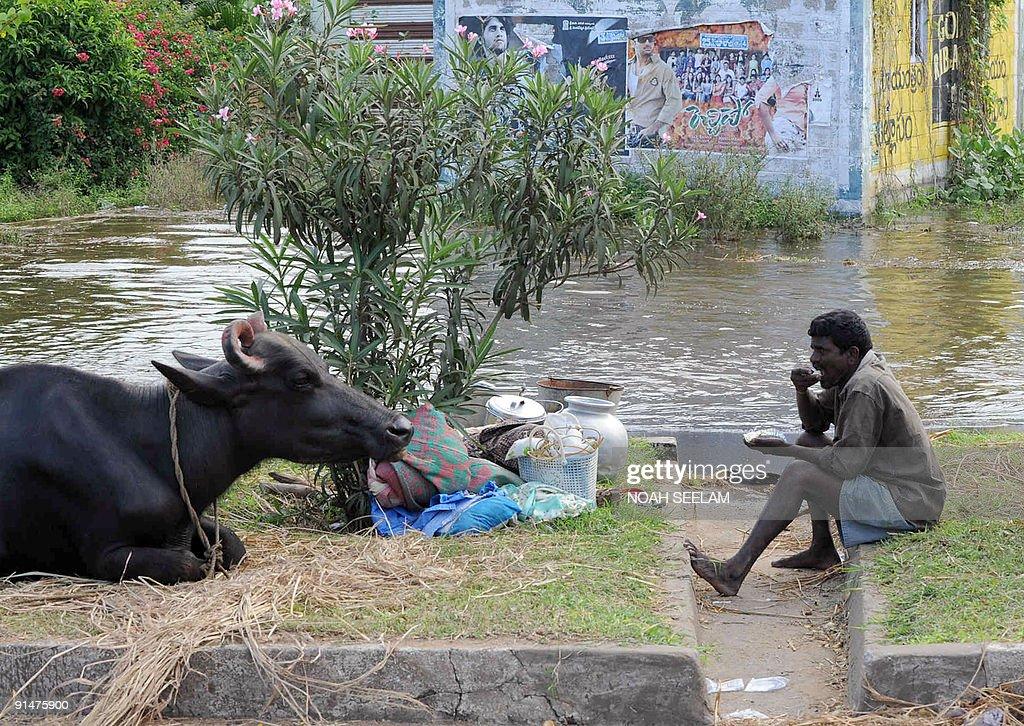 An Indian flood affected villager sits w : News Photo