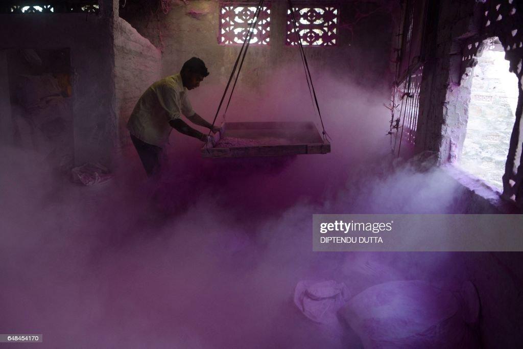 TOPSHOT-INDIA-RELIGION-HINDUISM-FESTIVAL : News Photo