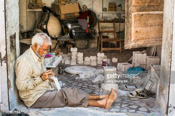 an indian man making handicrafts - jong heung lee stock pictures, royalty-free photos & images