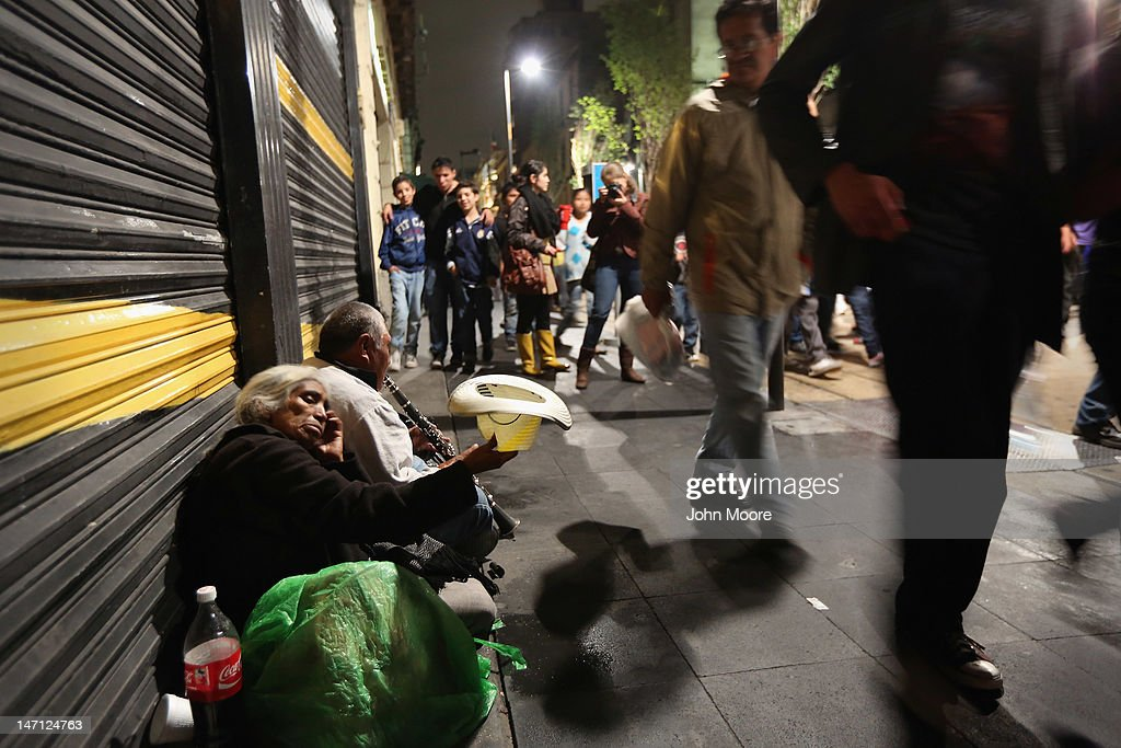 Mexicans Await Presidential Elections : News Photo
