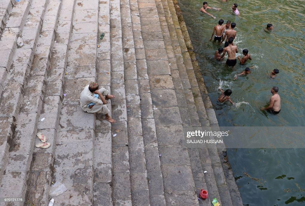 INDIA-WEATHER-PEOPLE : News Photo