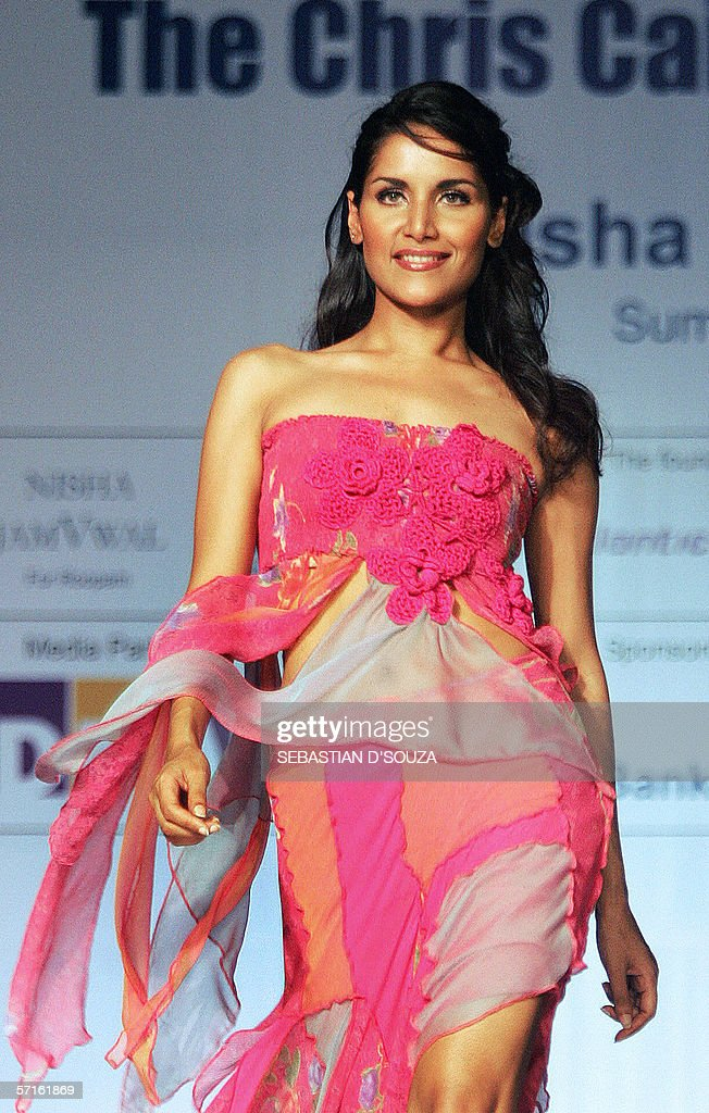 An Indian model displays an outfit by de : News Photo