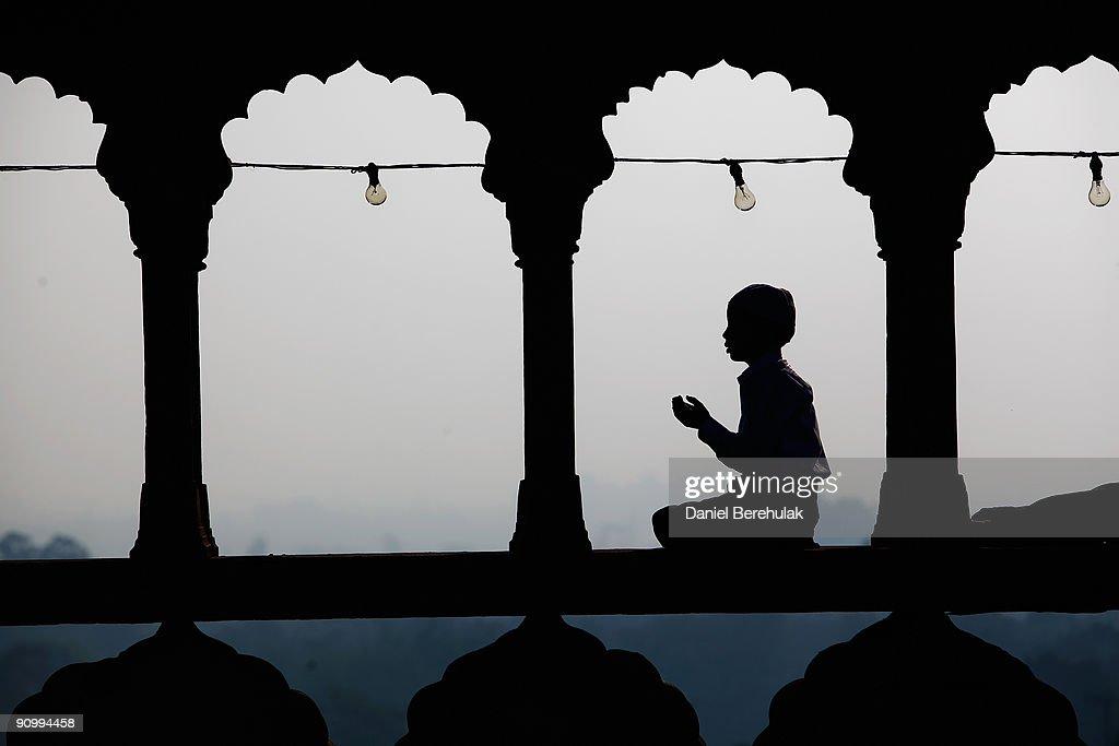 Indian Muslims Gather To Celebrate Eid ul-Fitr : News Photo