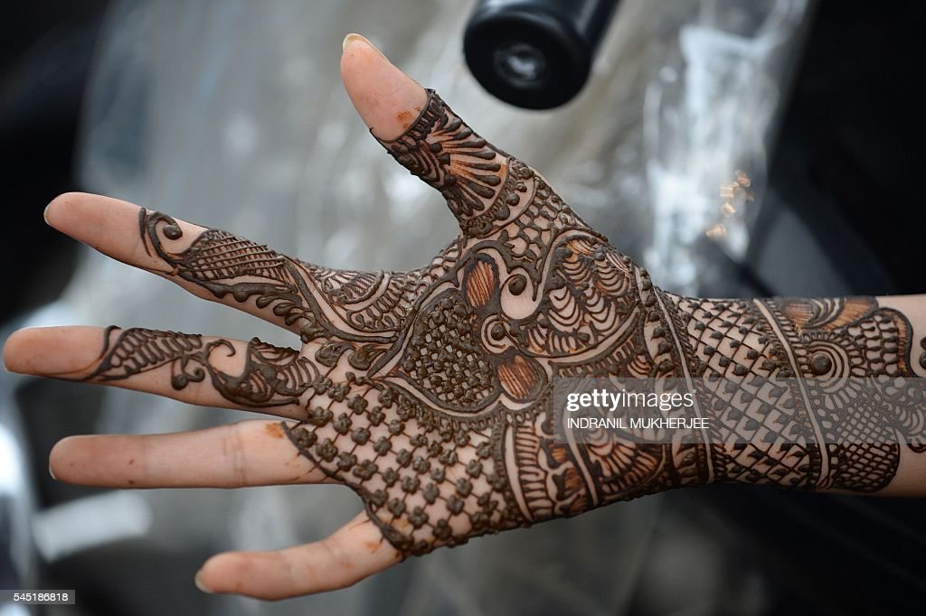Must see Class Eid Al-Fitr Decorations - an-indian-muslim-girl-waits-for-her-hennadecorated-hands-to-dry-at-a-picture-id545186818  Perfect Image Reference_55745 .com/photos/an-indian-muslim-girl-waits-for-her-hennadecorated-hands-to-dry-at-a-picture-id545186818