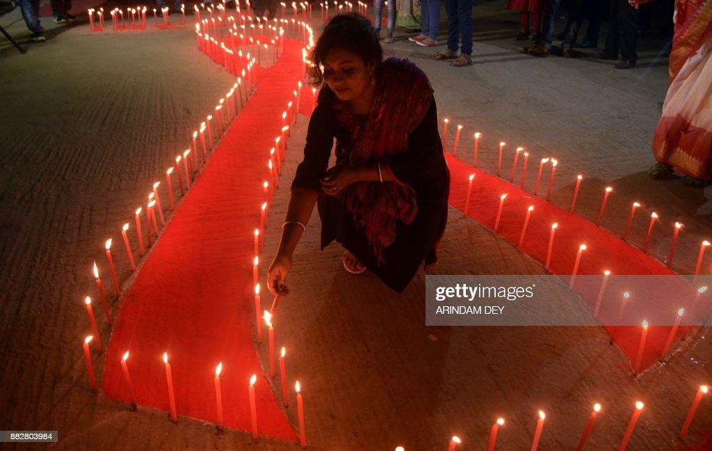 TOPSHOT-INDIA-HEALTH-AIDS : News Photo
