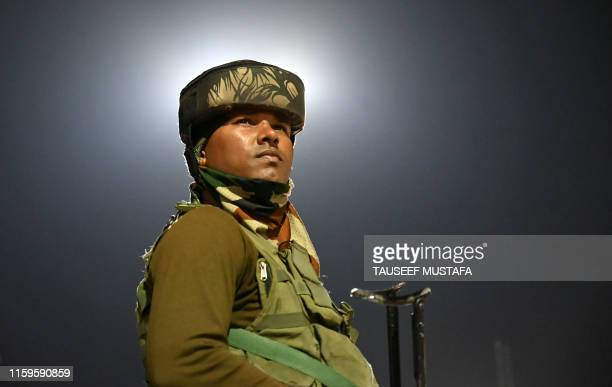 An Indian Paramilitary trooper stands guard in Srinagar on August 4, 2019. - Fears of an impending curfew in the disputed region of Kashmir ratcheted...