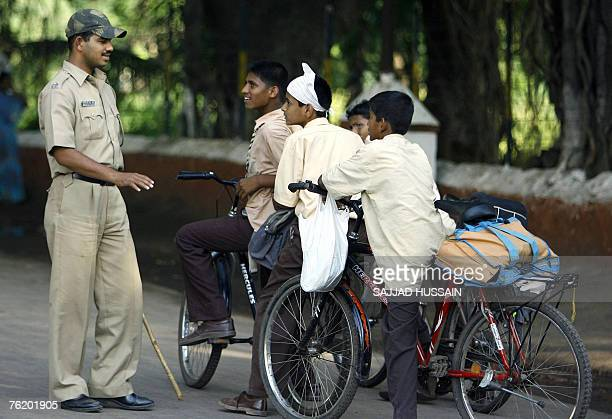 An Indian Police officer talks to young fans of Indian bollywood actor Sanjay Dutt waiting outside the Yerwada Jail in Pune 21 August 2007 Hundreds...