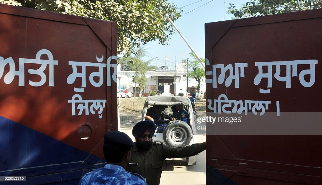 An Indian police personnel stands at the gate of the Nabha maximumsecurity jail in Nabha in the state of Punjab on November 27 2016 At least 10 armed.