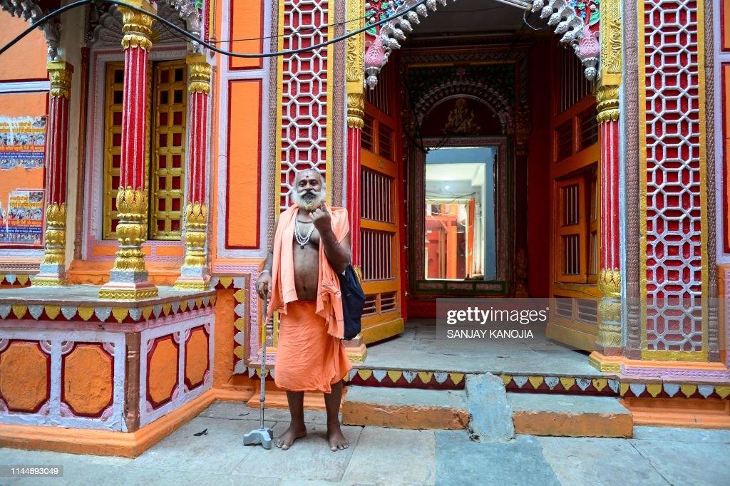 TOPSHOT-INDIA-VOTE : News Photo