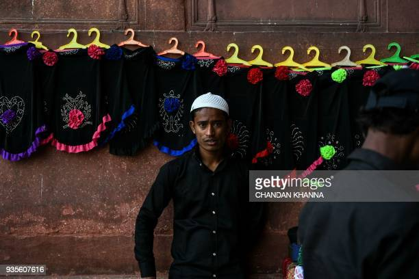 An Indian shopkeeper looks on as waits for customers outside Jama Masjid in the old quarters of New Delhi on March 21 2018 / AFP PHOTO / CHANDAN...