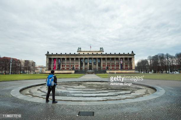 berlin, germany - march 07, 2019: an indian tourist admiring the architecture of altes museum. - illuminati fotografías e imágenes de stock