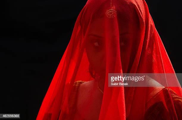 an indian veiled woman with traditional dresses - velo fotografías e imágenes de stock