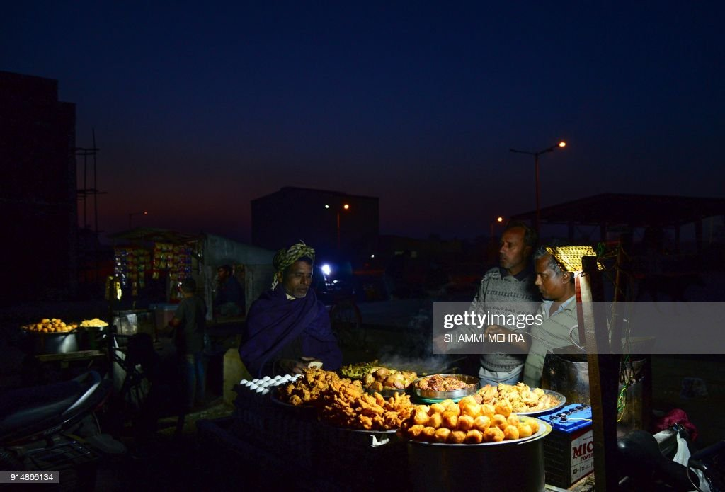 TOPSHOT An Indian vendor sales chicken and fried eggs at Jalandhar on February 6 2018 / AFP PHOTO / Shammi MEHRA